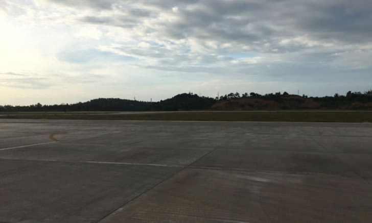 カティクラン空港 滑走路