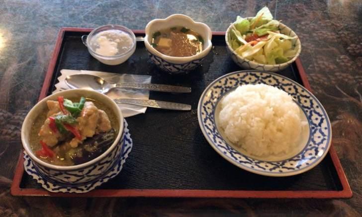 新宿 タイ国料理 バンタイ ゲンキョワンガイ(鶏肉入りグリーンカレー)