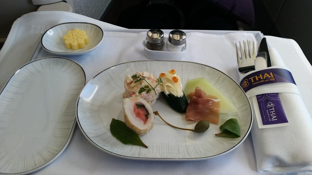 タイ国際航空 中部→バンコク TG645 ビジネスクラス 機内食