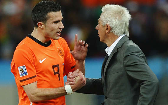 Van Persie doubtful for England match