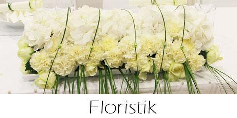 Hochzeitsdekoration mit frischen Blumen diversen