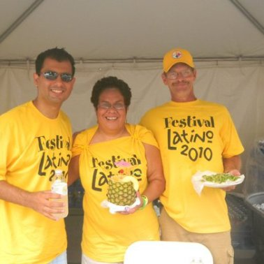 The D'Angelo Family serving up food at Columbus's Festival Latino 2010 (photo courtesy Omar D'Angelo).
