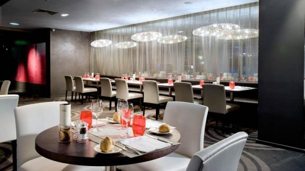 Ct Parvis  Htel Hilton Paris La Dfense  Restaurant 2 Place de la Dfense 92800 Puteaux