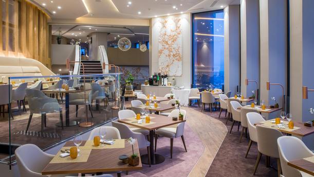Restaurante Celest Bar  Restaurant en Lyon  Men