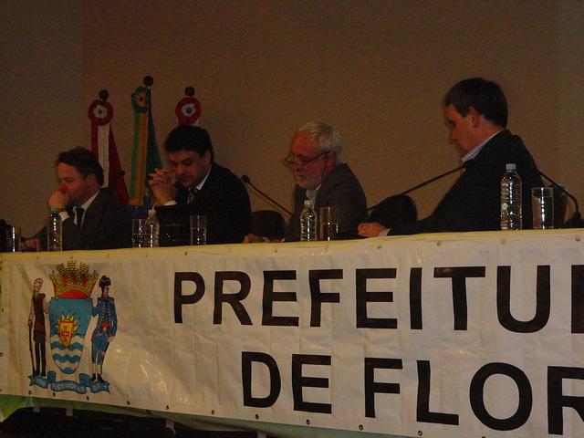Dalmo Vieira Filho (o segundo da direita à esquerda) recebeu críticas severas pela forma antidemocrática de condução do Plano Diretor Participativo. Foto: Fabiano Faga Pacheco.