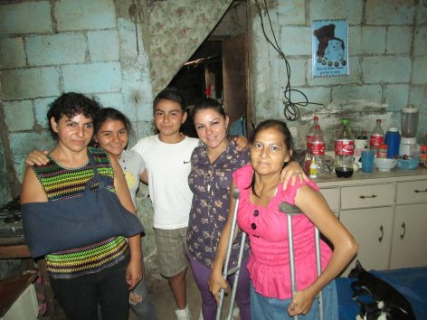 (from Left to Right) Jaqueline, Scarlett, a visiting relative, Sarah, and Patty.