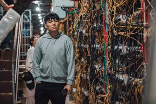 Shize Qin, senior mining analyst from TokenInsight, examines the mining farm
