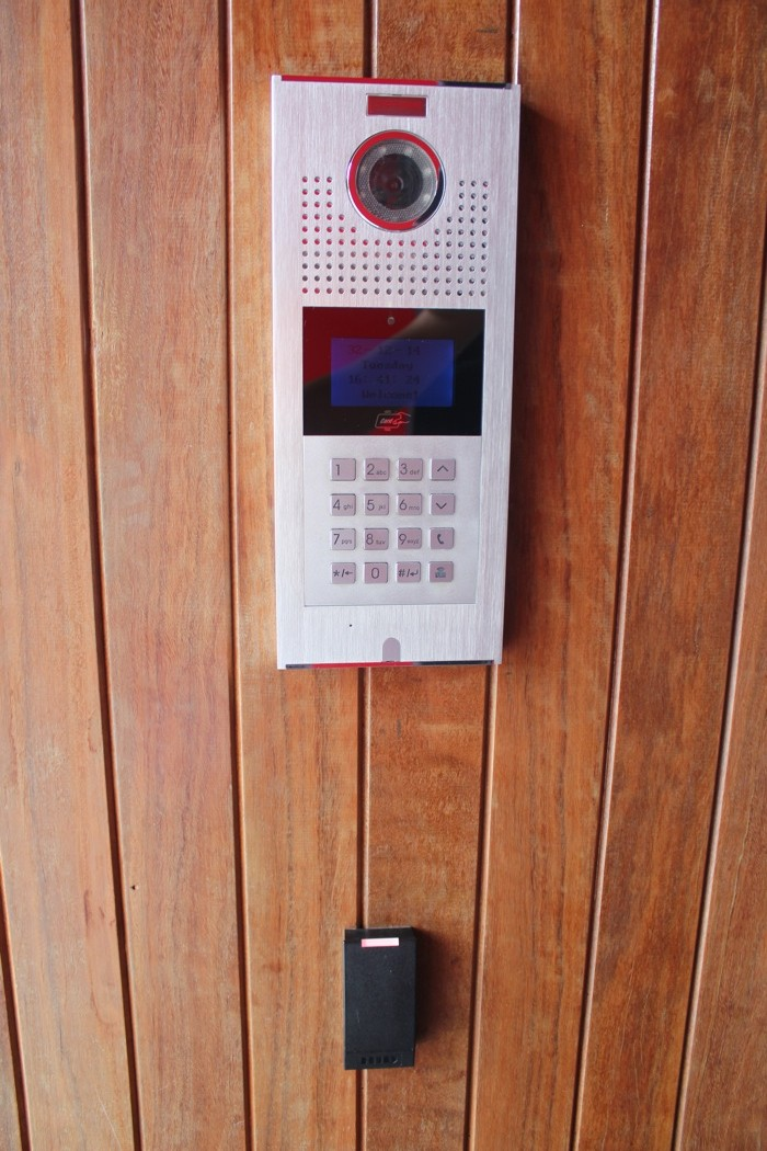 Домофон, вход по электронным ключам