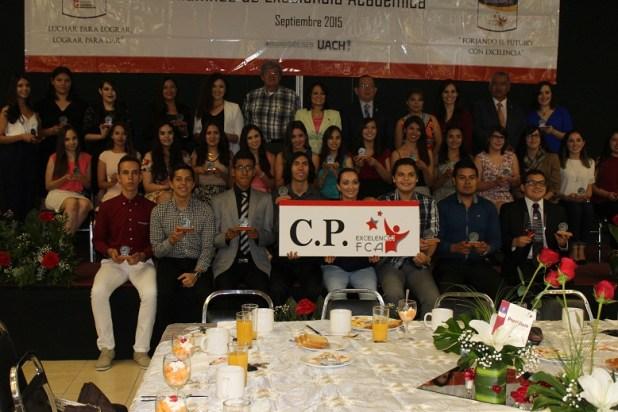 Algunos estudiantes de excelencia de la carrera de C.P.