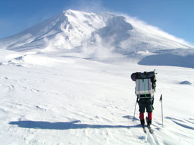 Go Iwahana approaches the summit of Mt. Daisetu in Japan, carrying measuring equipment. (Photo by Y. Sawada)