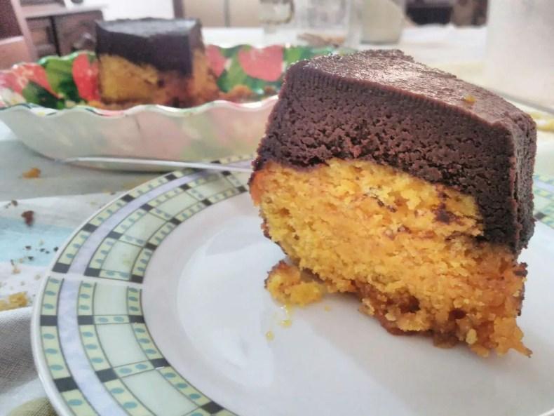 Bolo de Cenoura com Brigadeirão e Caramelo sem lactose e sem glúten