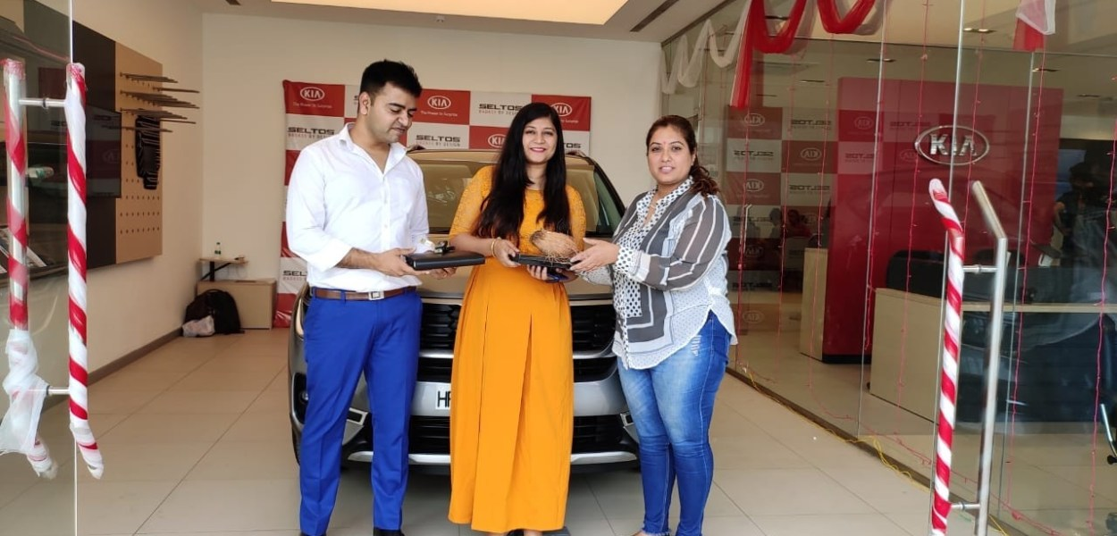 We always spend a lot of time and efforts on choosing the right car model. which fits our budget and fulfil all our needs. In the excitement of getting the new car, sometimes we make small mistakes which spoil our car buying experience. Some examples are not choosing the right car colour, ignoring PDI (Pre Delivery Inspection) etc. In this article let us explain the basic PDI you must follow before taking delivery of your new car.