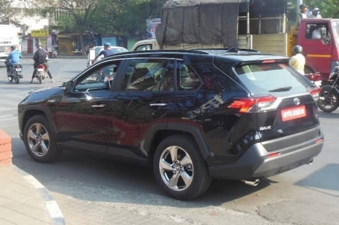 Japanese automaker Toyota is Planning to launch its much-acclaimed Toyota RAV4 model in India. Recently the 5th Generation model of RAV4 has been spotted testing here.