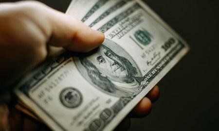 hubungan kuat dengan uang