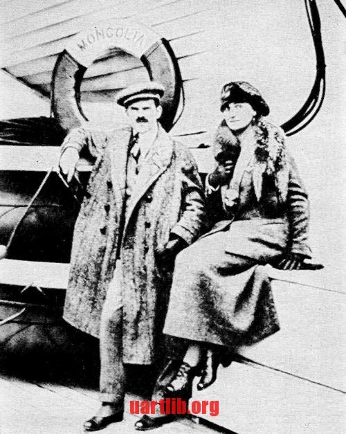 """Олександр Архипенко з дружиною Анжелікою на борту пароплава """"Монголія"""" по дорозі до Нью-Йорка. 6 жовтня 1923-о року."""