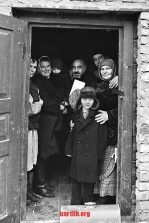 Сергій Параджанов і Марія Приймаченко. Болотня, 1973 рік. Фото Ігоря Гільбо.