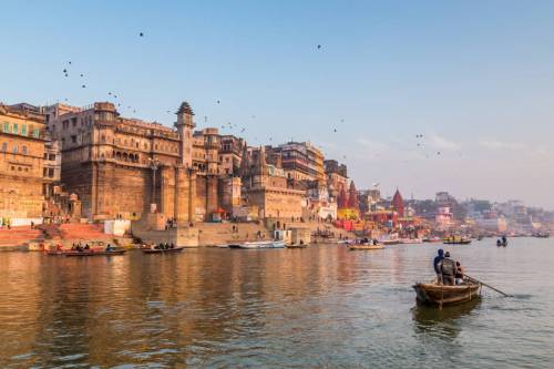 Lever De Soleil Sur Les Ghats De Varanasi En Inde