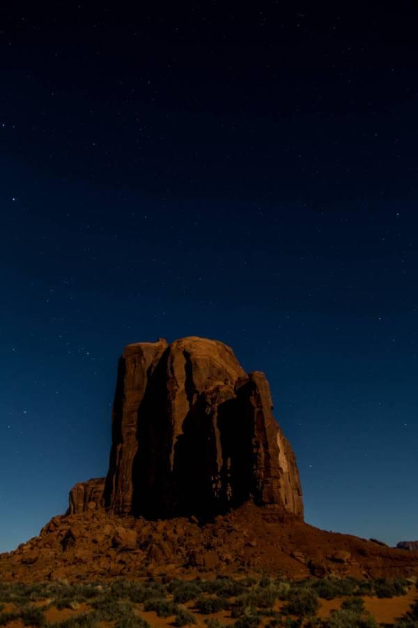 Merrick Butte sous les étoiles d'une nuit de printemps, Monument Valley, Utah