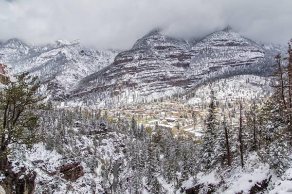 Paysage enneigée de la petite ville minière de Ouray, Colorado