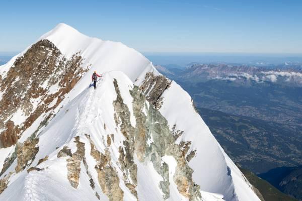 Un Alpiniste Arrive Au Piton Des Italiens De Retour Du Sommet Du Mont Blanc