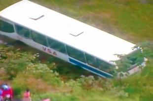 Simões Filho: Ônibus cai em ribanceira e deixa de 50 feridos