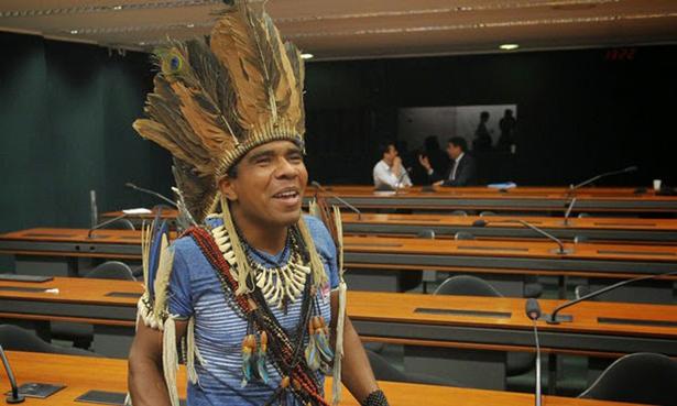 Acusado de matar um agricultor em Una, Babau se entregou a PF em Brasília.