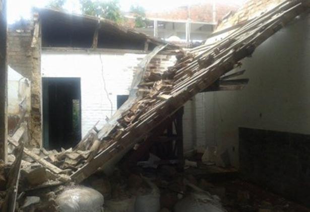 Telhado na Salgado Filho desabou devido às chuvas (Foto: Ubatã Notícias)