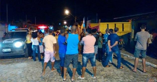 """Barra do Rocha: Homem é executado dentro de casa. Crime pode ter ligação com a morte de """"Val de Ananias"""" em Ubaitaba"""