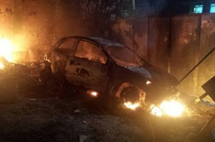 Ipiaú: Carro pega fogo na Getúlio Vargas; incêndio pode ter sido criminoso