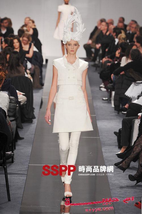 e9e9f9f6da601 ازياء ماركات عالميه صور ازياء ماركة Louis Vuitton ملابس ماركة Louis Vuitton  2009