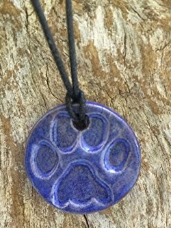 Clay pendent for essential oils
