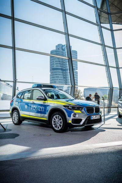 BMW X1 Steifenwagen Bayern 2016 silber blau