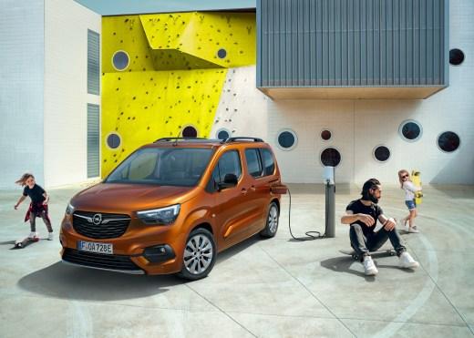 Opel Combo e-Life 2021 Laden