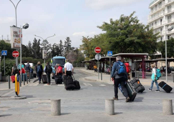 Foreign Ministry advises Cypriots to avoid all travel abroad