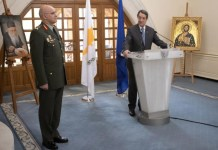 The new commander of the National Guard takes over at a decisive time for both the reform of the Force and for the country as a whole, said on Wednesday President of the Republic Nicos Anastasiades. At the same time, new commander Lieutenant General Democretos Zervakis assured that he will do his utmost to continue the work of the National Guard.