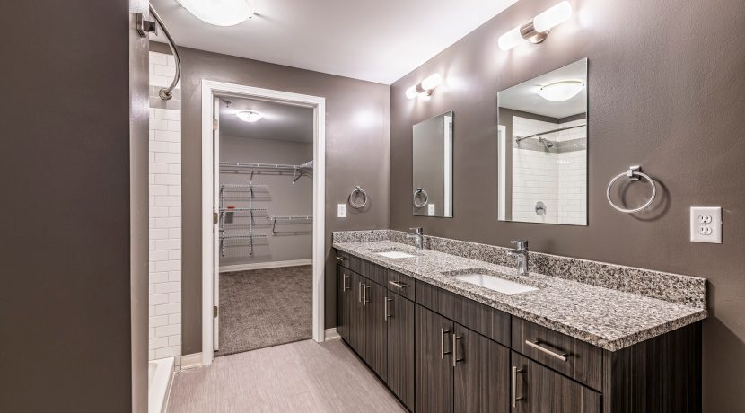 020-BLVD64-Bathroom