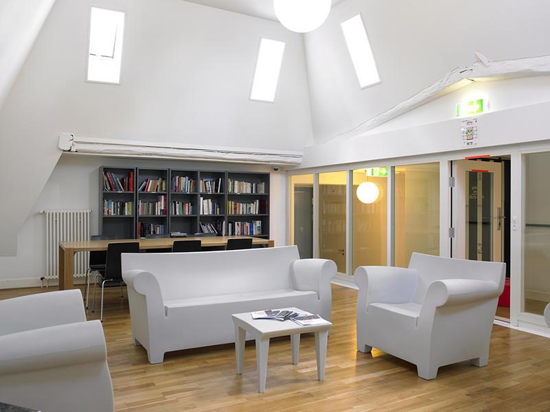 Source: http://www.hostelworld.com/hosteldetails.php/Geneva-Hostel/Geneva/71161?sc_sau=sfab&sc_pos=2