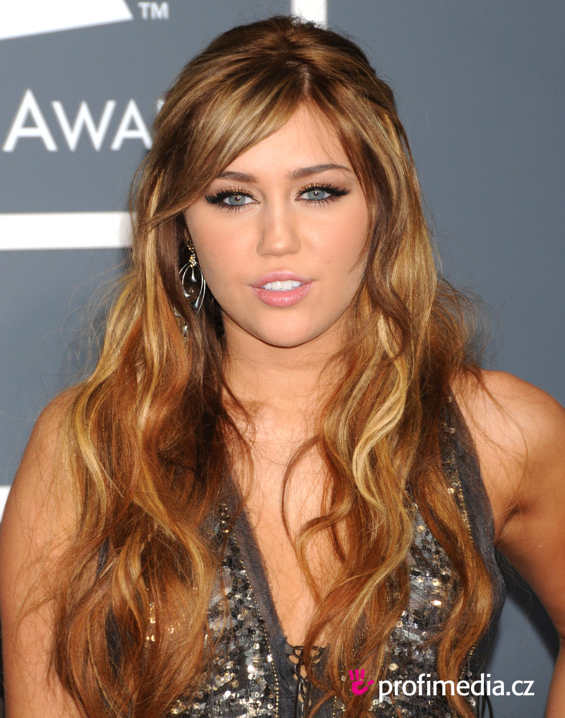 25 Exotic Miley Cyrus Hairstyles CreativeFan