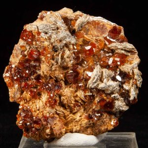 Hessonite Garnets and Chlinoclore