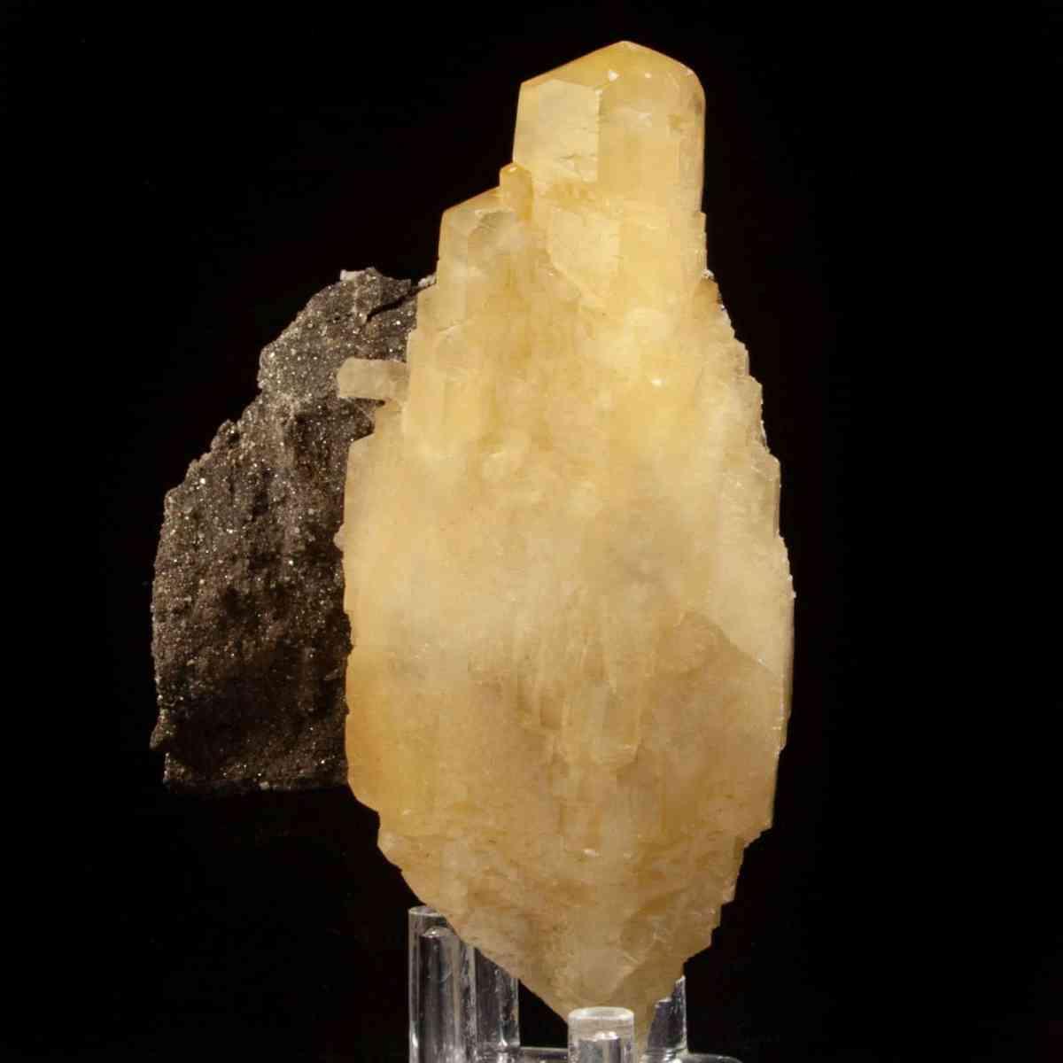 Calcite and Chalcopyrite on Dolomite