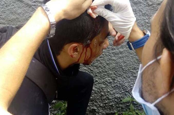 Fotogalería: Ucevistas  reprimidos a las puertas del campus