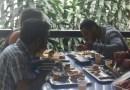 Con plato tradicional estudiantes celebran almuerzo navideño