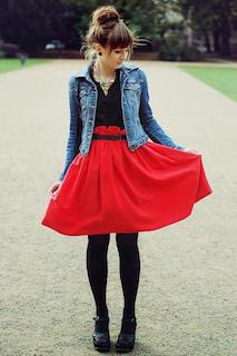 12 Gジャン・デニムジャケット×赤フレアースカート×黒ブラウス