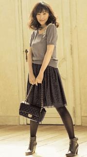 10黒チュールスカート×半袖ニット×ショルダーバッグ