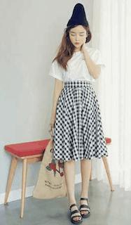 2フレアスカート×白Tシャツ×ニット帽子