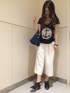3白ガウチョパンツ×黒Tシャツ×黒ヒールサンダル