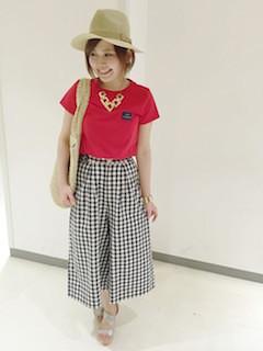 1赤Tシャツ×ギンガムチェックガウチョパンツ