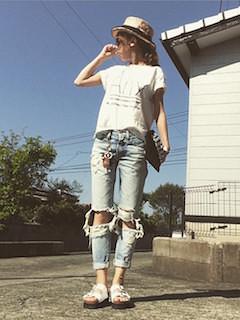 11プリントTシャツ×デニムパンツ