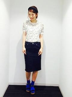 8花柄Tシャツ×タイトスカート