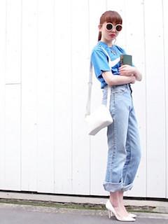 9青Tシャツ×デニムパンツ